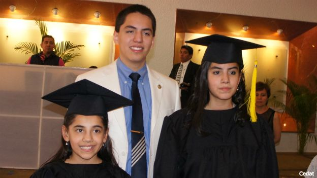 Dafne, Andrew y Delanie Almazán