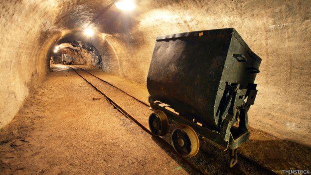El precio del carbón ha caído en picado, por eso el valor de las minas se está hundiendo.