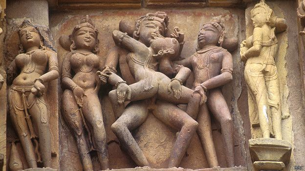 Escultura erótica de templo en Khajuraho