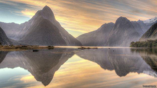 Los espectaculares paisajes de Nueva Zelanda, como este de Milford Sound, hicieron que las películas se rodaran en el país.