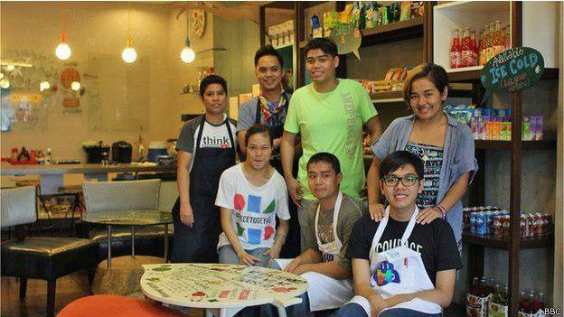 Trabajadores del Puzzle Cade en Filipinas