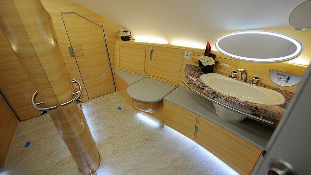Baño, A380 Emirate