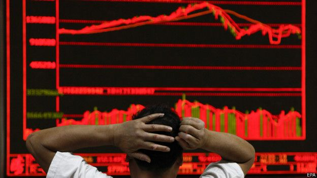 """После """"черного понедельника"""" фондовый рынок в Китае продолжил падение"""
