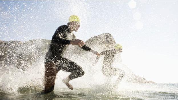 Unos surfistas