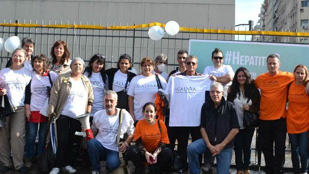 Movilización por acceso a medicamentos para curar la hepatitis C en el Obelisco de Buenos Aires