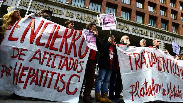 Encierro en un hospital en Madrid en 2014, como parte de la campaña por el acceso a los medicamentos