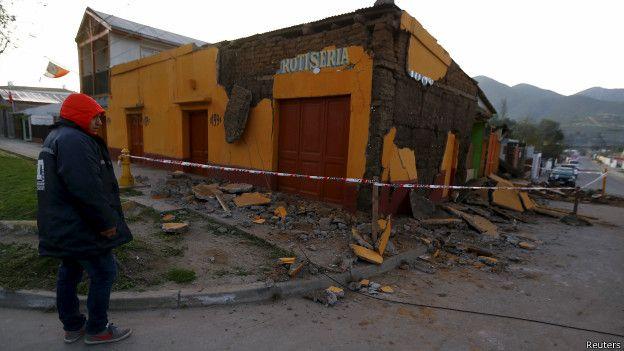 ¿Qué hace que los terremotos de gran magnitud sean menos mortíferos en Chile que en otros países sísmicos? 150917135338_chile_terremoto_624x351_reuters