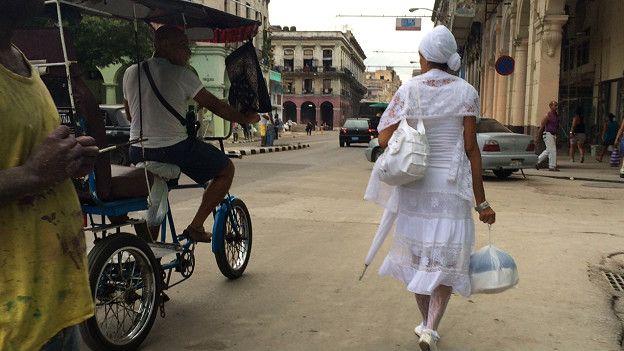 Santeira recém-iniciada em Havana, Cuba | Foto: João Fellet/BBC Brasil