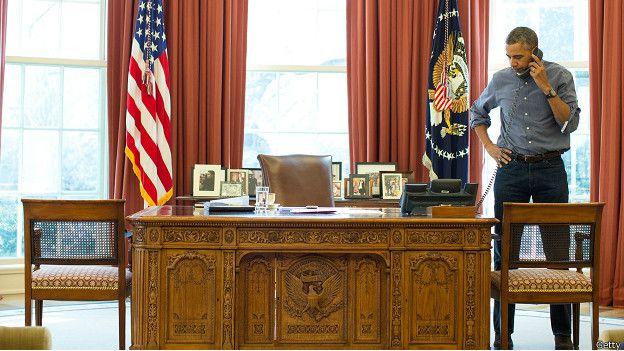 Барак Обама в Овальном кабинете