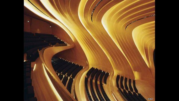 El interior del Centro Heydar Aliyev en Bakú. RIBA