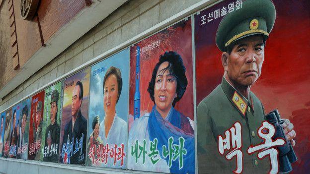 Afiches de películas en Pyongyang