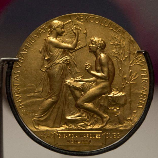 151007161304_medal_literature_624x624_ge