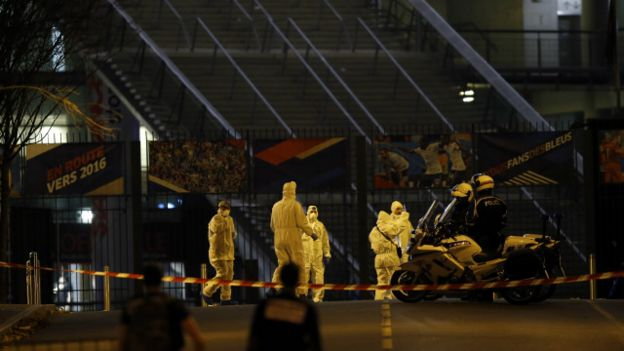"""هجمات باريس: مقتل الأٌقل و""""8"""