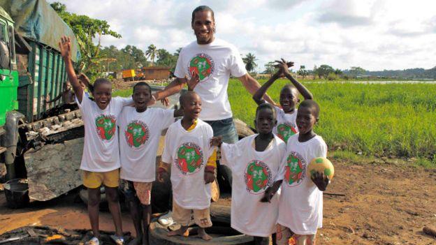 La fondation Drogba, créée en 2007, a pour but