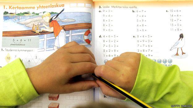 Alumno en una escuela en Finlandia