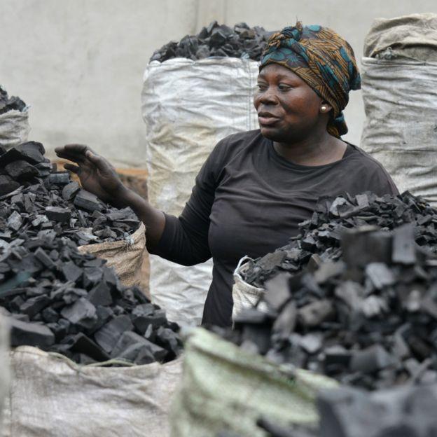 """Cameroun : du """"charbon écologique"""""""