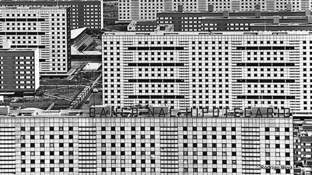 Foto de rodrigo Moya, Hipotecados, que muestra la unidad habitacional Tlatelolco.