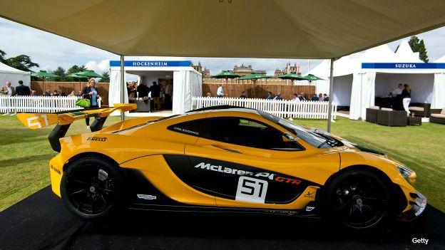 Auto McLaren P1 en la muestra de autos de lujo en Blenheim Palace, Reino Unido