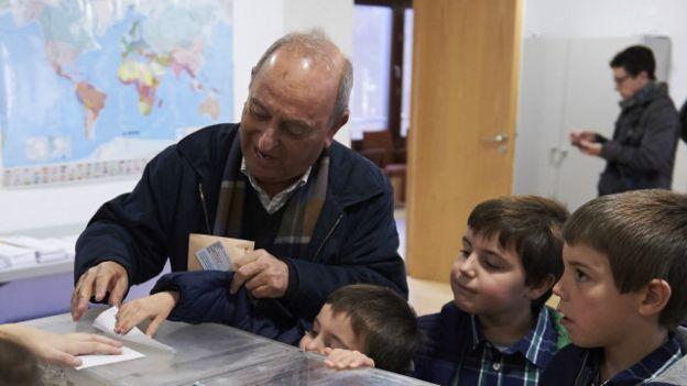 Ciudadano votando