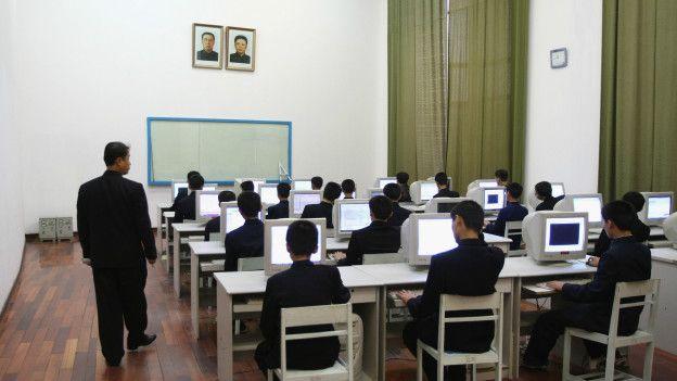 Студенты за компьютерами в Северной Корее