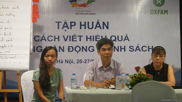 TS Trần Tuấn (giữa)