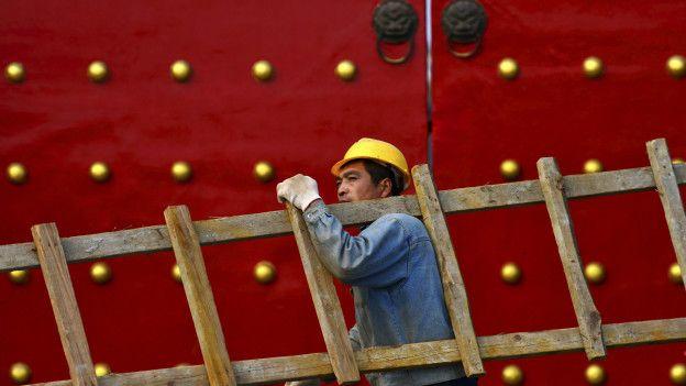 與製造業持續萎縮相比,中國政府希望服務業成為支撐經濟發展的新引擎。