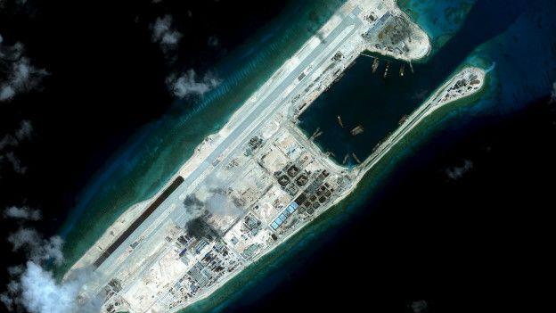 Islas artificiales construidas por China sobre unos arrecifes.