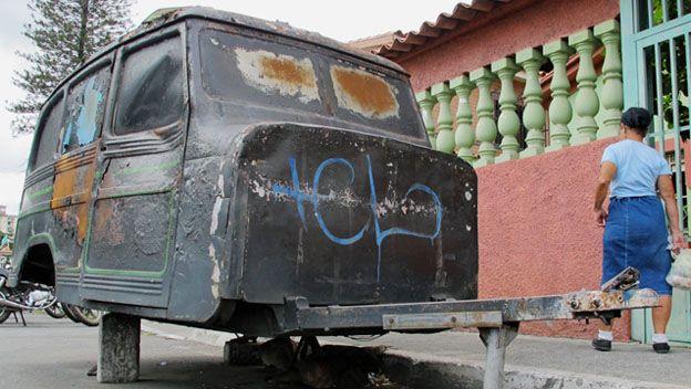 Carro abandondado en Caracas