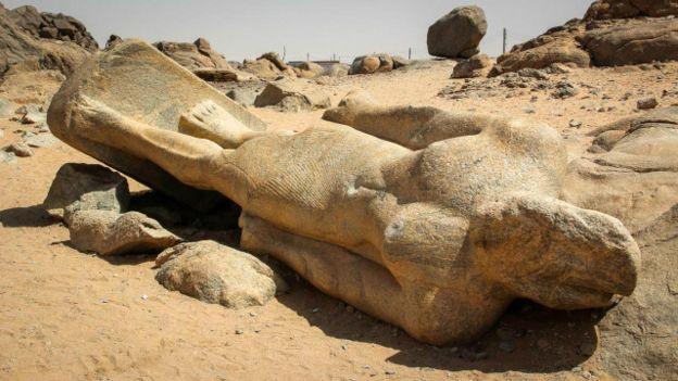 Estatua de un faraón