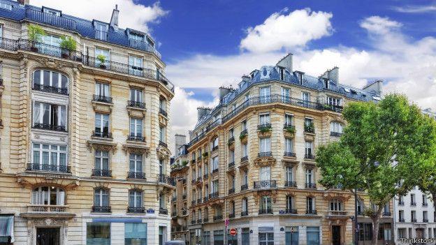 Los planes monumentales de Haussmann siguen siendo impresionantes. Su visión vive en las fachadas típicas de los edificios en toda París.