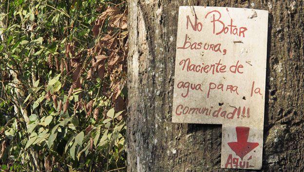 Aviso de no botar basura en Venezuela