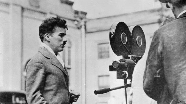 Charles Chaplin dirigiendo