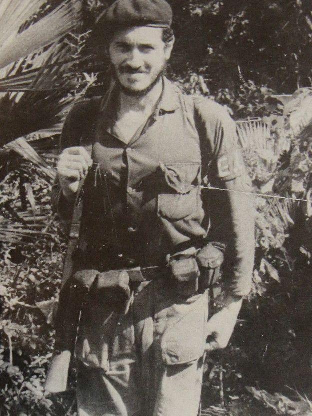 Camilo Torres en uniforme del ELN.