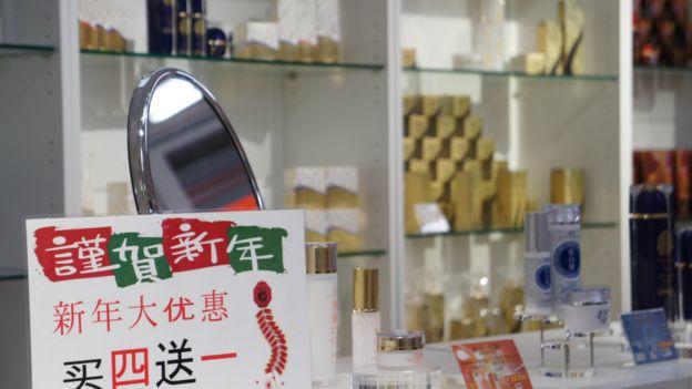 東京許多零售商店瞄凖中國春節假期,各出奇策吸引中國遊客,「日本堂」也推出春節商戰措施