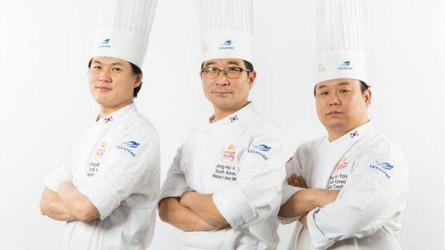 Cocineros surcoreanos.