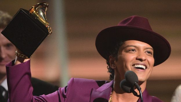 El hawaiano Bruno Mars se llevó el premio más importante como Grabación del año