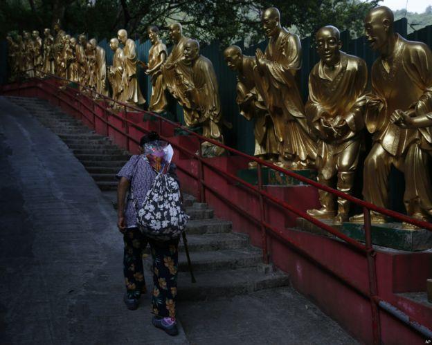 越來越多香港老人家與配偶同住,甚至獨居。