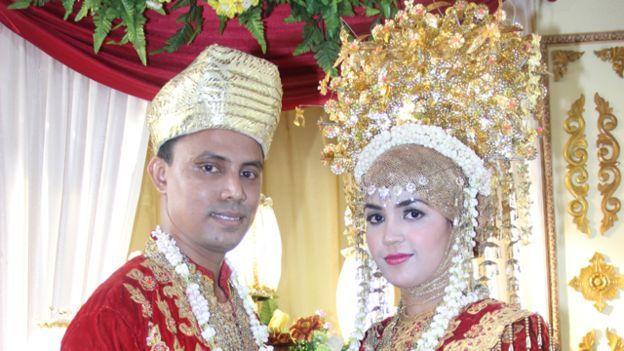 Abu Ahmad dan istri