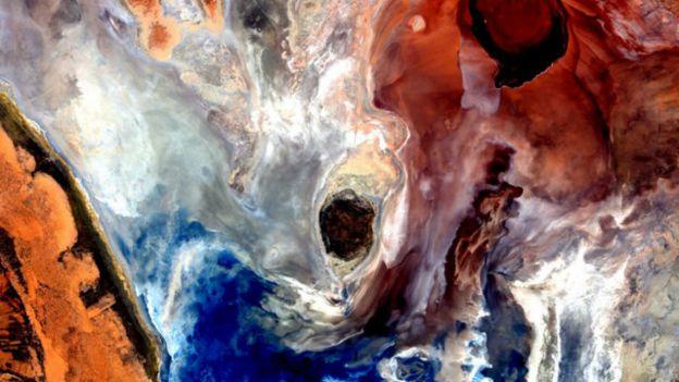 Una imagen llena de colores que se entremezclan como la acuarela