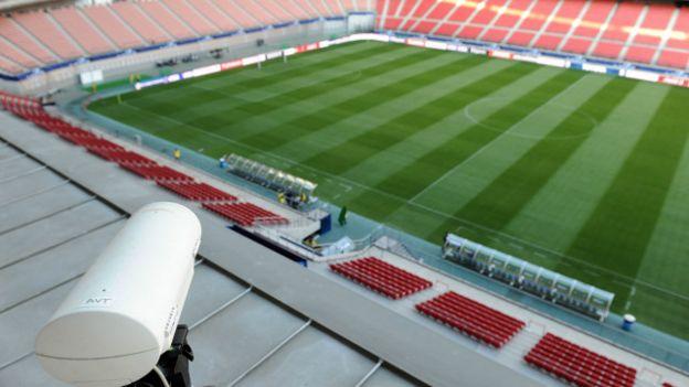 Una cámara en la parte alta del estadio
