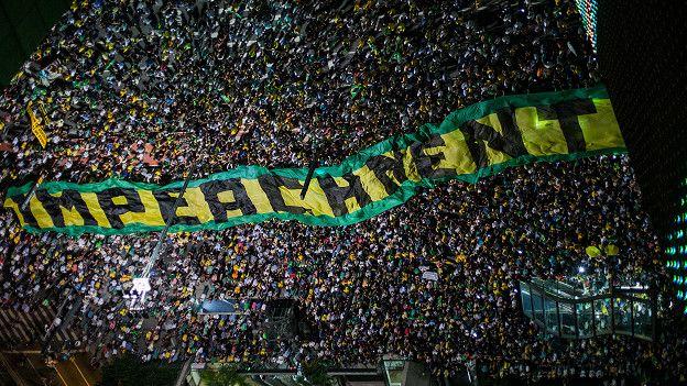 Uno de los letreros en las protestas de Sao Paulo dicen