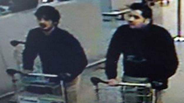 Боевики, предположительно устроившие два взрыва в аэропорту Брюсселя