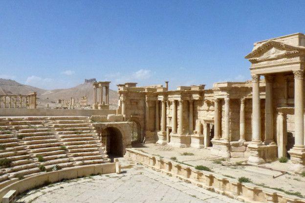 El teatro, usado por Estado Islámico para las ejecuciones, permanece intacto