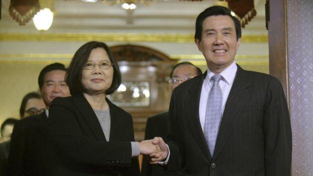 马英九(图右)卸任后,蔡英文(图左)将成为中华民国第14任总统。
