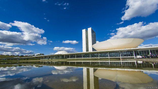 Imagen exterior del Congreso brasileño.