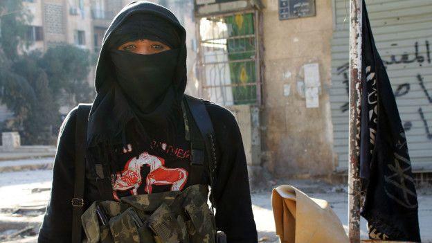 Una combatiente del frente Al Nusra