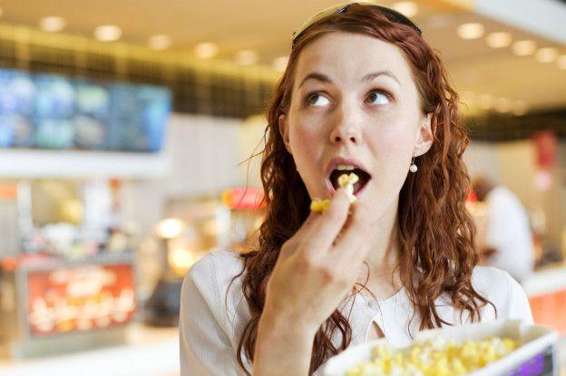 """El efecto """"crunch"""": escuchar lo que masticas influye en la cantidad que comes"""