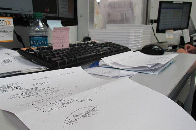 La mayoría de las recetas médicas que llegan por fax a las farmacias en Florida (EE.UU.) están firmadas por médicos con consultas privadas.