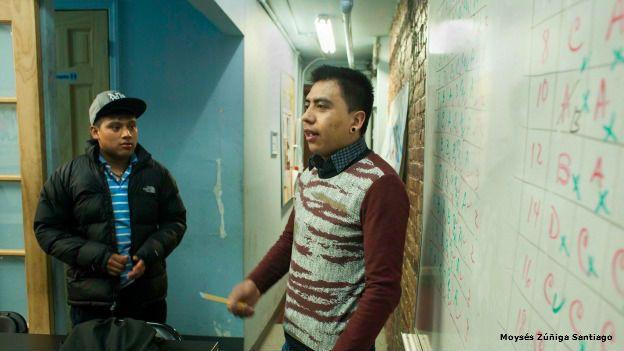 Jóvenes migrantes en la Asociación Tepeyac de Nueva York