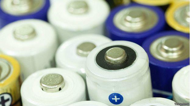 Como cientistas criaram por acidente uma bateria que dura a vida toda.